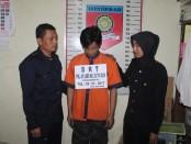 Tersangka Sur, yang ingkar dari tanggungjawab setelah meniduri Mawar – foto: Sujono/Koranjuri.com