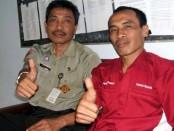 Agung Widiastara, guru SMK N 1 Purworejo yang diberangkatkan ke Jerman (baju merah), didampingi kepala sekolah, Budiyono, SPd, Mpd - foto: Sujono/Koranjuri.com