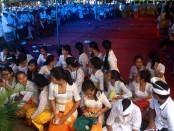 Siswa SMP PGRI 2 Denpasar memperingati Hari Saraswati, Sabtu, 21 Januari 2017 - foto: Wahyu Siswadi/Koranjuri.com