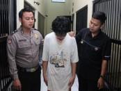 Tersangka RZK, yang kini ditahan di Mapolres Kebumen - foto: Sujono/Koranjuri.com