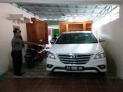 Mobil Toyota Inova milik Zulhadi yang diduga diincar perampok - foto: Sujono/Koranjuri.com