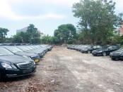 Ratusan mobil mewah jenis Mercedes yang akan digunakan sebagai sarana transportasi Rombongan Raja Arab Saudi, Salman Bin Abdulaziz Al-Saud, sudah tiba di Bali, Selasa, 28 Februari 2017 - foto: Wahyu Siswadi/Koranjuri.com