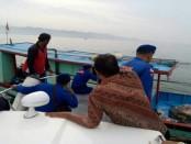 Satpolair Polres Kebumen tengah melakukan operasi di perairan laut Kebumen bersama instansi terkait, Rabu (22/3) - foto: Sujono/Koranjuri.com
