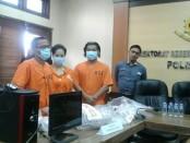 Tiga tersangka pelaku jasa prostitusi online. Mereka masing-masing, seorang marketing dan dua orang pemilik Spa yang berlokasi di jalan Tukad Unda VIII No. 15 Panjer, Denpasar - foto: Suyanto