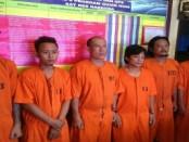 Enam orang tersangka dalam kasus narkoba diamankan Polresta Denpasar, Kamis, 16 Maret 2017 - foto: Istimewa