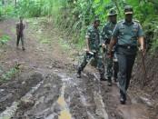 Dandim 0708 Letkol Inf Aswin Kartawijaya, saat meninjau kesiapan TMMD di Desa Wonosido, Senin (20/3) - foto: Sujono/Koranjuri.com