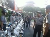 Kapolda Bali Irjen Pol. Petrus R. Golose menyerahkan sepeda motor operasional untuk mendukung kinerja Polwan Bhabinkamtibmas - foto: Suyanto