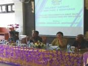 Kepala SMK PGRI 3 Denpasar, I Nengah Madiadnyana saat memberikan briefing kepada pengawas UN - foto: Koranjuri.com