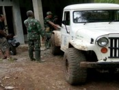 Mobil double gardan milik relawan Harjanto, yang sangat membantu di TMMD di Wonosido - foto: Sujono/Koranjuri.com