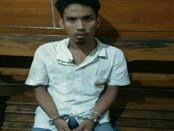 Pelaku ketika diamankan di Polsek Denpasar Barat - foto: Istinewa