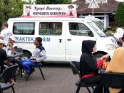 Suasana ngopi bareng bersama Kapolres Kebumen, Minggu (16/4), di acara Car Free Day alun-alun Kebumen – foto: Sujono/Istimewa