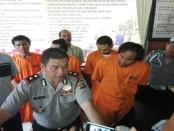 4 orang pelaku Curat di bilik ATM yang berada di kawasan Legian, Bali. Mereka spesialis perampas dengan korban warga asing - foto: Wahyu Siswadi/Koranjuri.com