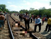 Proses evakuasi wanita tanpa identitas yang tertabrak KA Joglokerto, di Kedawung, Pejagoan, Rabu (14/6) - foto: Sujono/Koranjuri.com