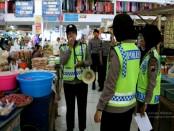 Patroli polwan Polres Kebumen di pasar dan pusat keramaian - foto: Sujono/Koranjuri.com