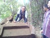 Bebatuan yang diyakini warga sebagai bagian dari bangunan candi kuno, yang ditemukan di Dusun Krajan, Desa Kebonsari, Purwodadi, Purworejo - foto: Sujono/Koranjuri.com