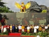 Ikrar kebangsaan oleh elemen masyarakat, Forum Komunikasi Pimpinan Daerah (FKPD) dan 6 tokoh keagamaan bersama peserta Buka Puasa Kebangsaan di Lotus Pond, Garuda Wisnu Kencana (GWK) - foto: Wahyu Siswadi/Koranjuri.com