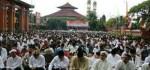 Hujan Tak Surutkan Umat Muslim di Bali Gelar Ibadah Sholat Ied