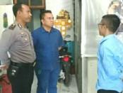 Polisi melakukan olah TKP setelah pencuri menyatroni Bengkel Motor Nusantara Sakti di Jembrana, Sabtu (1/7/2017) - foto: Istimewa