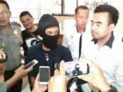 Tersangka Mut, kini ditahan di Mapolres Purworejo, karena telah menggauli Bunga, pacarnya yang masih dibawah umur - foto: Sujono/Koranjuri.com
