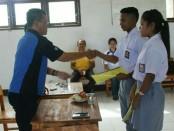 Pelepasan siswa SMKN 1 Pantai Baru untuk mengikuti program Prakerin - foto: Isak Doris Faot/Koranjuri.com