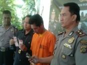 Pelaku pencurian laci showroom diamankan Polsek Denbar di Jember - foto: Suyanto