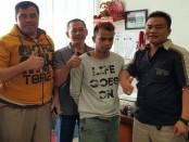 Pelaku penganiayaan yang ditangani Polsek Kangean, Sumenep, Madura berhasil tertangkap di Bali - foto: Istimewa