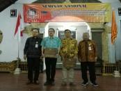 Seminar nasional yang diadakan kampus IKIP PGRI Bali. Kegiatan itu untuk mendorong dosen aktif memproduksi jurnal penelitian ilmiah - foto: Koranjuri.com