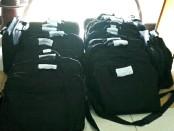 Kabupaten Badung, Bali, mulai mendistribusikan seragam sekolah gratis untuk siswa baru tingkat SD dan SMP. Seragam tersebut meliputi sepatu, kaus kaki dan tas. Termasuk tiga pasang seragam dan kostum olahraga - foto: Koranjuri.com