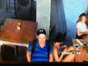 Rekaman CCTV yang memperlihatkan Badreddine Sahnoune (26) mengambil tas di Restoran Beach Lounge - foto: Istimewa