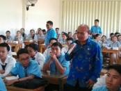 Ratusan siswa mengikuti penyuluhan bahaya narkoba oleh BNN Kota Denpasar - foto: Koranjuri.com