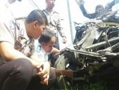 Tim Korlantas Polri dan Ditlantas Polda Jateng sedang melakukan olah TKP kecelakaan maut di Kebumen, Selasa (29/8) - foto: Sujono/Koranjuri.com