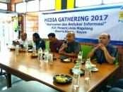 Media Gathering PLN (Persero) Area Magelang dan Rayon-rayon, dengan media di Purworejo, Selasa (15/8) di Jackman Coffee - foto: Sujono/Koranjuri.com