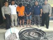 Kedua pelaku pencurian kabel telpon, KH dan NR. dengan barang bukti - foto: Sujono/Koranjuri.com