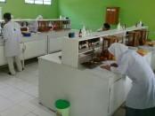 Suasana lomba LKS jurusan farmasi di SMK Kesehatan Purworejo, Selasa (22/8) - foto: Sujono/Koranjuri.com