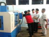 Pelatihan yang dijalani Team Toyota di SMK 1 Purworejo - foto: Sujono/Koranjuri.com