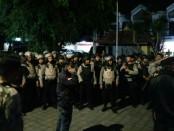 Personil Brimob Polda Bali melakukan pengamanan pemindahan 10 narapidana Lapas Kerobokan menuju pulau penjara Nusakambangan, Cilacap, Jawa Tengah, Jumat, 25 Agustus 2017 - foto: Istimewa