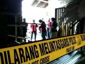Untuk mengetahui penyebab terjadinya kebakaran pasar Gombong, tim Puslatfor Polri Cabang Semarang dan tim Inafis Polda Jateng lakukan investigasi, Jum'at (8/9) - foto: Sujono/Koranjuri.com