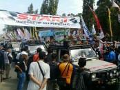Peserta Jambore Jip 4x4 Lintas Komunitas saat start dari pendopo Kabupaten Purworejo, Sabtu (23/9) - foto: Sujono/Koranjuri.com