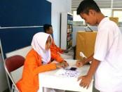 Siswa SMK Kesehatan Purworejo tengah melaksanakan proses pemilihan Ketua OSIS periode 2017 - 2018, Sabtu (23/9) - foto: Sujono/Koranjuri.com