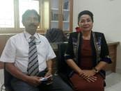 Direktur Pasca Sarjana Universitas Ngurah Rai, Dr. Nyoman Suarta, SE, SH., M.Si., dan Kepala Prodi Magister Ilmu Hukum, Dr. Luh Nila Winarni, SH., M.H. - foto: Koranjuri.com