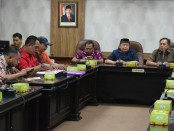 Lapaan RI mendatangi DPRD Surakarta. Dalam audensi,  Lapaan RI diterima oleh wakil-wakil dari komisi I bidang hukum dan pemerintahan - foto: Media/Koranjuri.com