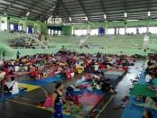 Pengungsi Gunung Agung yang menempati lokasi pengungsian di GOR Swecapura Klungkung - foto: Wahyu Siswadi/Koranjuri.com