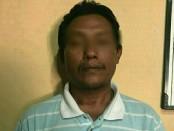 SU (47), oknum buruh proyek pengecoran jalan milik pemerintah di Jalan Tukad Citarum Blok M, Denpasar. SU ditangkap Tim Jatanras Polda Bali karena mengutip uang kepada warga - foto: Istimewa