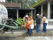 Orari Lokal Surakarta melakukan suplai air bersih kepada warga di 2 desa terdampak kekeringan di Kabupaten Boyolali, Jawa Tengah - foto: Media/Koranjuri.com
