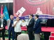 Launching buku pada deklarasi Ikatan Media Online (IMO) Indonesia di Hotel Grand Cempaka, Jakarta, Jumat, 27 Oktober 2017 - foto: Koranjuri.com