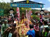 Kirab jolen, bagian dari  ritual merti desa Jolenan yang dilaksanakan masyarakat Desa Somongari, Kaligesing, Purworejo, setiap 2 tahun sekali - foto: Sujono/Koranjuri.com