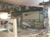 Plafon bangunan rubuh setelah gempa terjadi selama 5 kali berturut-turut di Kota Ambon - foto: Istimewa