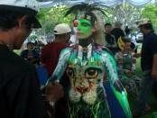 Lukisan diatas tubuh model bernama Daniela, mahasiswi asal Austria yang menimba ilmu di Bali - foto: Wahyu Siswadi/Koranjuri.com