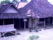 Rumah penduduk id Gunuung Kemukus yang kerap disewakan kepada peziarah untuk menginap - foto: Media/Koranjuri.com