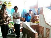 Kedua siswa SMK YPP Purworejo, tengah menjalani pelatihan dalam menghadapi LKS tingkat Propinsi Jateng - foto: Sujono/Koranjuri.com